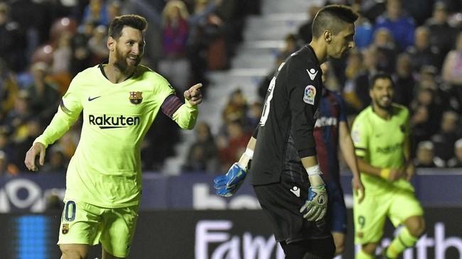 Lionel Messi mencetak hattrick dan dua assist di laga lawan Levante.Itu berarti ia terlibat dalam seluruh gol Barcelona ke gawang Levante.(Photo by JOSE JORDAN / AFP)