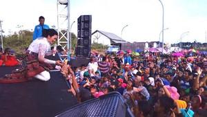 Musik Dangdut Sedot 1.600 Turis Malaysia ke Nanga Badau