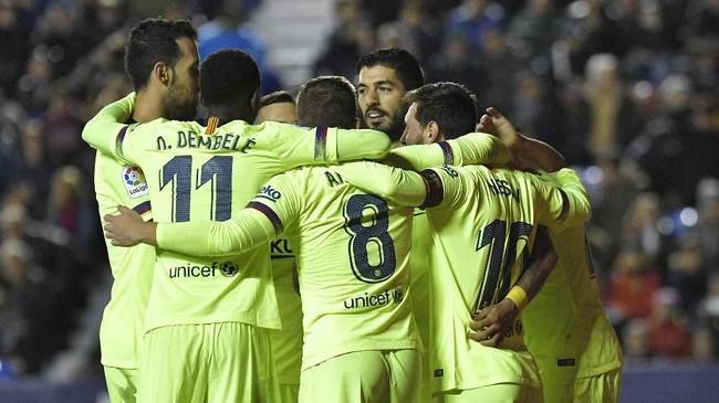 Kemenangan atas Levante membuat Barcelona tetap berada di puncak klasemen Liga Spanyol pekan ke-16. Barcelona unggul tiga poin dari Sevilla.(Photo by JOSE JORDAN / AFP)