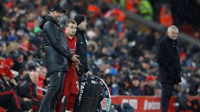 Juergen Klopp lalu memutuskan untuk memasukkan Xherdan Shaqiri di menit ke-70 untuk menggantikan Naby Keita setelah melihat Liverpool tak kunjung mendapatkan gol kedua. (REUTERS/Phil Noble)