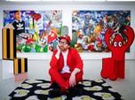 Seniman Ini Sindir Kebiasaan Dunia Digital Lewat Lukisan