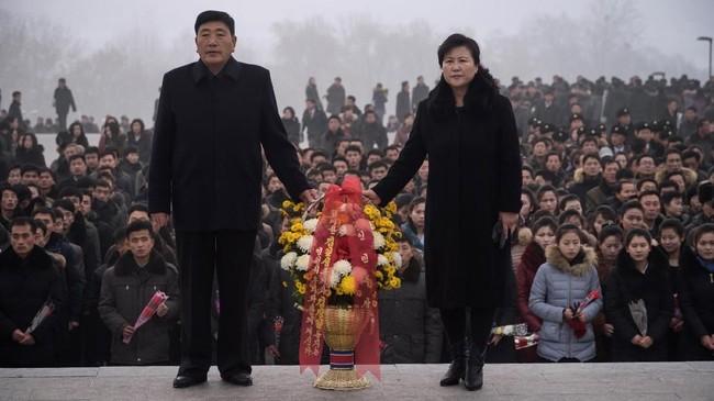 Ketika Kim Jong-il meninggal dunia pada 17 Desember 2011, Kim Jong-un masih berusia 20-an dan dunia belum mengenalnya. (AFP Photo/Kim Won Jin)