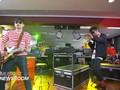 Music at Newsroom: The Upstairs - 'Dansa Akhir Pekan'