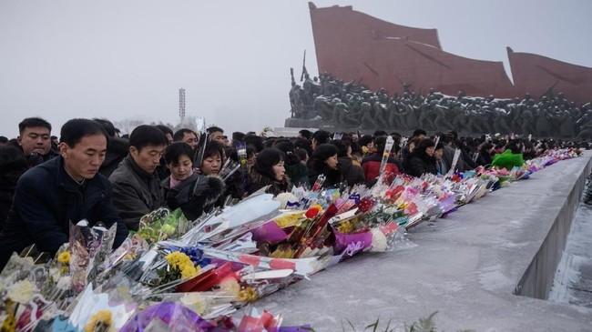 Namun, Kim Jong-un dianggap perlahan berhasul mengonsolidasi kekuatan dan menghadapi tekanan ekonomi di tengah sanksi internasional. (AFP Photo/Kim Won Jin)