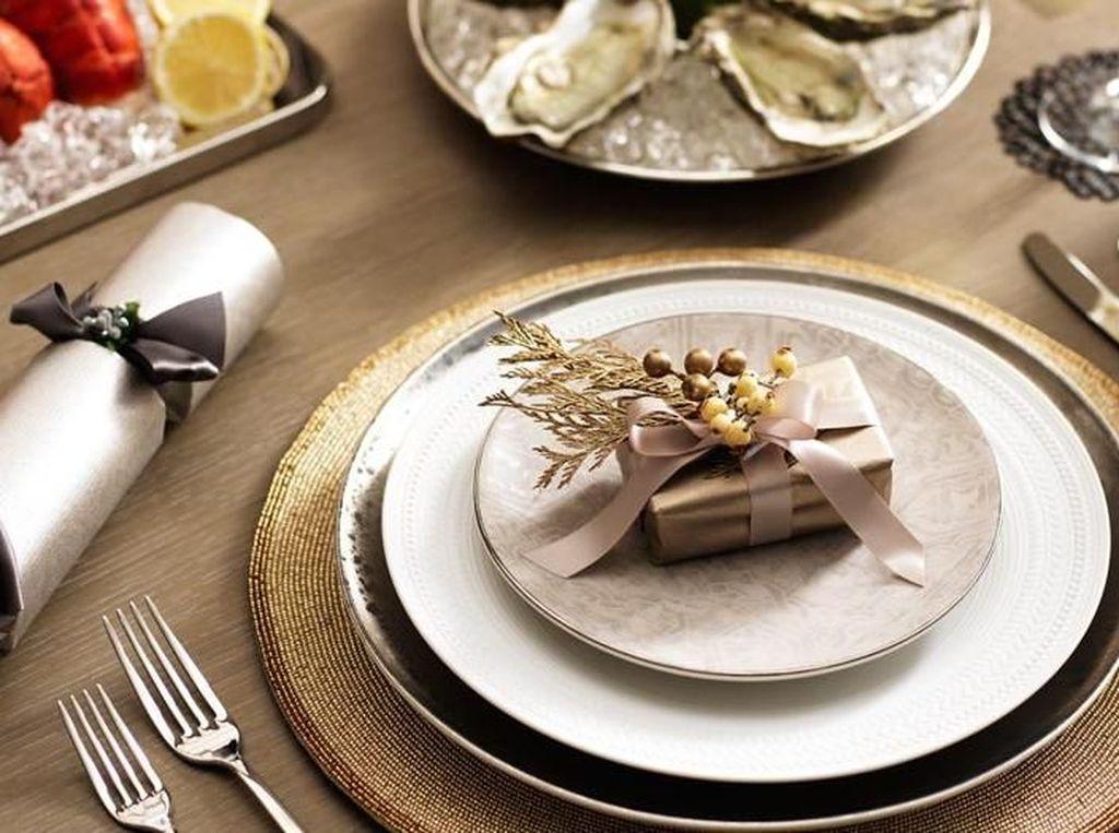10 Ide Menata Meja Makan Cantik Berkonsep Natal