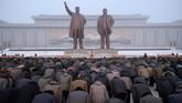 Perayaan tujuh tahun kematian Kim Jong-il ini digelar selama dua hari hingga Senin (17/12). (AFP Photo/Kim Won Jin)