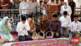 Jokowi Cerita Anaknya Bisa Bayar Kuliah dari Pisang Goreng