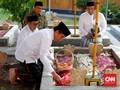 Safari Ponpes, Jokowi Menyekar ke Makam Gus Dur
