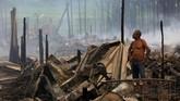 Walau tak merenggut korban nyawa, kebakaran ini dianggap membuat kehidupan di salah satu kawasan miskin di Manaus tersebut semakin terpuruk. (Reuters/Bruno Kelly)
