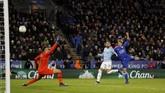 Setelah berusaha keras, Leicester City akhirnya menyamakan kedudukan di menit ke-73 lewat Marc Albrighton. (REUTERS/Darren Staples)