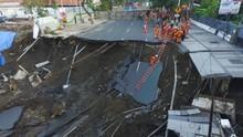 BNPB: Jalan Gubeng Amblas akibat Konstruksi RS, Bukan Gempa