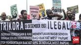 Aliansi Mahasiswa Papua, Front Rakyat Indonesia untuk West Papua berunjuk rasa di kawasan Monas, Jakarta, Rabu, (19/12). Mereka menuntut penghentian pembantaian rakyat sipil di Nduga, tarik TNI-Polri dari seluruh tanah Papua, dan meminta hak penentuan nasib sendiri sebagai solusi demokratis bagi rakyat Papua. (CNNIndonesia/Safir Makki)