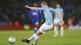 Kevin De Bruyne berhasil membawa Manchester City unggul di menit ke-14. (REUTERS/Darren Staples)