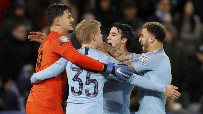 Kemenangan atas Leicester City membuat Manchester City masih menjaga peluang untuk meraih gelar perdana musim ini dengan berprestasi di Piala Liga. (REUTERS/Darren Staples)