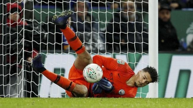 Kiper Manchester City, Arijanet Munic jadi pahlawan kemenangan Manchester City dalam laga adu penalti. (Reuters/John Sibley)