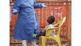 Diperkirakan lebih dari satu juta pengungsi bepergian melalui dan keluar Kivu Utara dan Ituri yang dapat mempercepat penyebaran virus. (REUTERS/Goran Tomasevic)