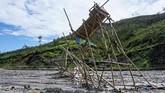 Sisa dompeng emas yang ditinggalkan penambang ilegal di Gunung Botak. (ANTARA FOTO/Rivan Awal Lingga)