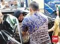 Wajah Risma Tampak Pucat saat Cek Jalan Amblas Gubeng