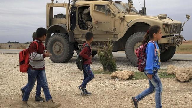 Pemerintah Amerika Serikat akan menarik seluruh pasukan dari Suriah. (Photo by DELIL SOULEIMAN / AFP).