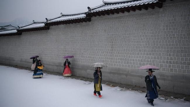 Walau Korea Selatan diselimuti salju, jumlah kedatangan turis tetap banyak, hampir sama dengan saat musim seni, panas dan gugur.
