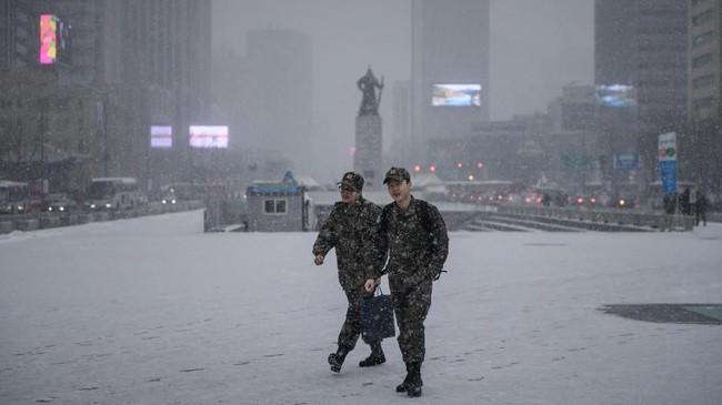 Selain Seoul, kawasan yang juga cantik saat musim dingin di Korea Selatan ialah Gyeonggi-do dan Gangwon-do. Jika ingin melarikan diri dari hawa dingin, bisa berkunjung ke Jeju, Jeollanam-do, Busan atau Gyeongsangnam-do.