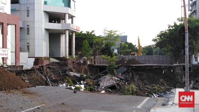 Polda Jatim Kesulitan Panggil Tersangka Jalan Gubeng Amblas