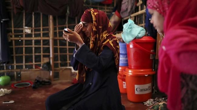 Di kampung halamannya di Rakhine, Myanmar, etnis Rohingya sama sekali tak dianggap sebagai warga negara sehingga sangat sulit mendapatkan akses pendidikan. (Reuters/Mohammad Ponir Hossain)