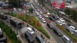 Polisi Putar Balik Kendaraan di Pos Rindu Alam Puncak Bogor