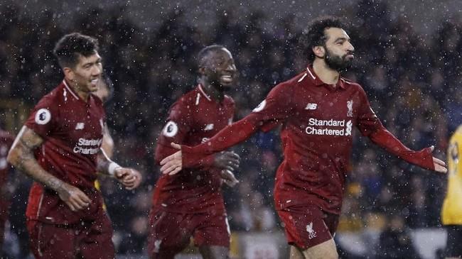 Mohamed Salah merayakan gol ke gawang Wolverhampton. Pemain asal Mesir itu untuk sementara berada di puncak daftar top skor Liga Primer Inggris dengan 11 gol. (REUTERS/Darren Staples)