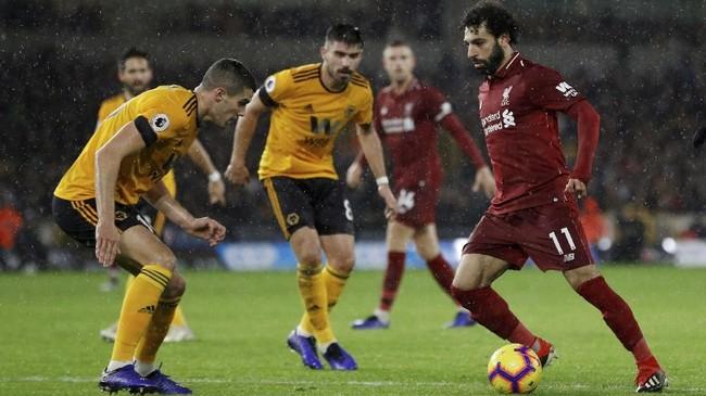 Winger asal Mesir Mohamed Salah menjadi bintang kemenangan Liverpool dengan menciptakan satu gol dan satu assist. (REUTERS/Darren Staples)