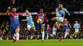 Sempat unggul lebih dulu melalui Ilkay Guendogan, Man City malah takluk 2-3 dari tim semenjana Crystal Palace. (REUTERS/Darren Staples)