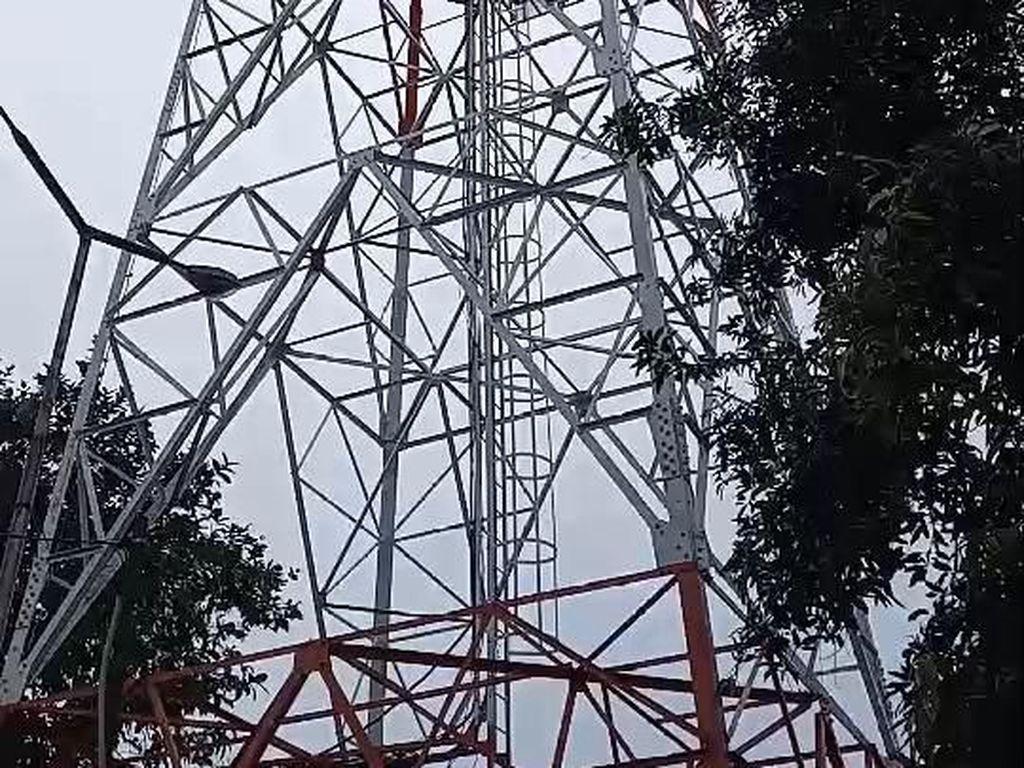 BTS Telkomsel tidak terkena air akibat gelombang tinggi yang menyapu wilayah tersebut. Meskipun ada beberapa layanan BTS yang tidak berfungsi akibat terganggu dan padamnya arus listrik dari PLN. Foto: dok. Telkomsel