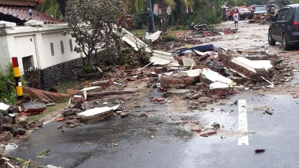 BNPB merilis ratusan rumah rusak akibat diterjang tsunami padaMinggu (23/12/2018). Foto: Ist. PLN