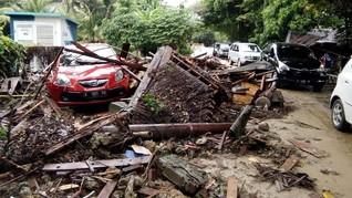 Khawatir Tsunami Susulan, Warga Anyer Mengungsi ke Mancak