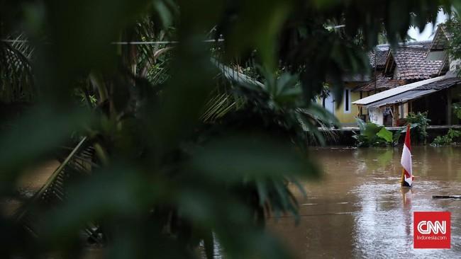 Mereka mengungsi karena mendapat kabar ada tsunami yang melanda Kampung Sambolo. (CNN Indonesia/Hesti Rika).
