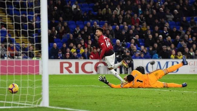 Jess Lingard sukses mencetak dua gol sekaligus memastikan kemenangan Manchester United 5-1 atas Cardiff City. (REUTERS/Rebecca)
