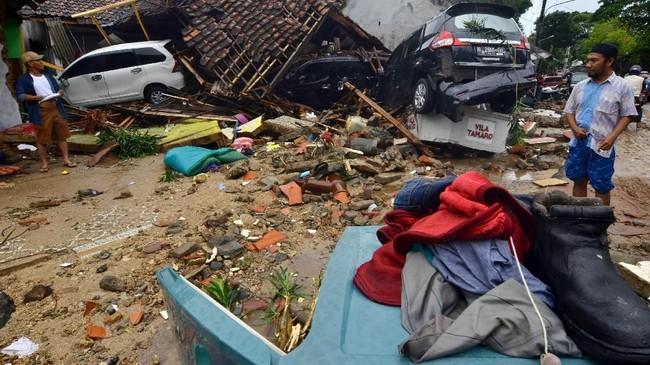 Saat tsunami terjadi, BMKG telah memperingatkan adanya gelombang tinggi di sejumlah tempa termasuk di pesisir Pulau Jawa.(Photo by Ronald / AFP)