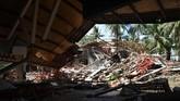 Suasana kerusakan sebuah resort akibat hantaman Tsunami di kawasan Carita, Banten, Jawa Barat. (ANTARA FOTO/Akbar Nugroho Gumay)