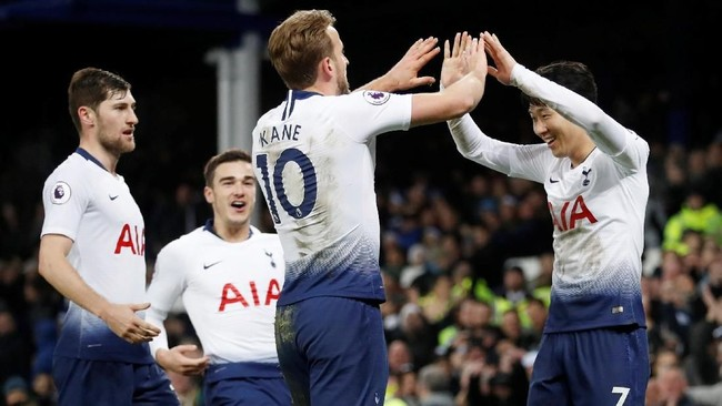 Pesta gol 6-2 Tottenham Hotspur ditutup gol Harry Kane pada menit ke-74 setelah menerima umpan silang Son Heung-main. (Reuters/Carl Recine)