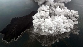 FOTO: 'Gejolak' Gunung Anak Krakatau Sejak Juni 2018