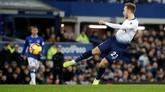 Pada menit ke-48 Tottenham Hotspur mencetak gol keempat melalui gol spektakuler Christian Eriksen yang melepaskan tendangan voli dari luar kotak penalti. (Reuters/Carl Recine)