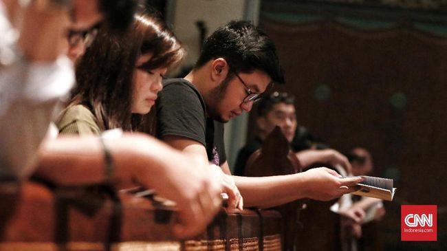Jemaat Gereja Turut Doakan Korban Tsunami saat Misa Natal