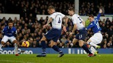 Babak kedua berjalan enam menit Everton berhasil memperkecil kedudukan lewat gol Gylfi Sigurdsson. Namun, keran gol Everton kemudian berhenti. (REUTERS/Andrew Yates)
