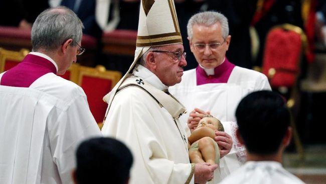 Misa Natal, Paus Fransiskus Ajak Umat Hidup Lebih Sederhana