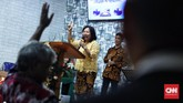 Pihak kepolisian wilayah Carita memberi imbauan kepada pihak gereja, namun tak memaksa pihak gereja untuk menghentikan ibadah. (CNN Indonesia/Hesti Rika)