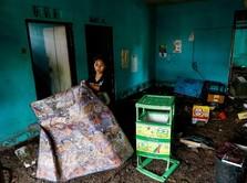 Mereka Mengais Barang Selepas Tsunami Selat Sunda Melanda