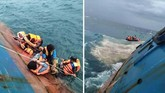 Kapal feri penyeberangan KM Lestari Maju juga akan tenggelam di Perairan Selayar, Sulawesi Selatan, 3 Juli 2018. Tampak penumpang tengah menyelamatkan diri dari kapal yang nyaris tenggelam. (ANTARA FOTO/HO/Relawan BNPB/Adm/kye/18)