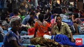 Banyak warga korban tsunami di kawasan Selat Sunda, pada Sabtu (22/12) malam yang mengalami trauma. (CNN Indonesia/Hesti Rika).