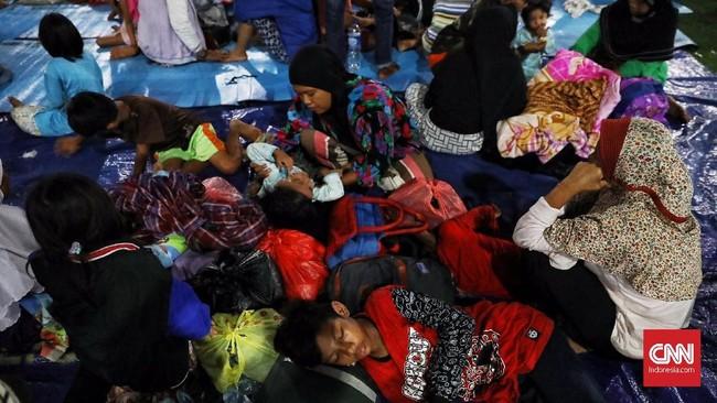 Menurut daftar sementara, korban tewas bencana tsunami Selat Sunda hingga Senin (24/12) sore mencapai 373 orang. (CNN Indonesia/Hesti Rika).