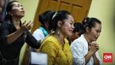 Ibadah Natal di Gereja tersebut dibuka dengan doa bagi seluruh korban maupun masyarakat yang terdampak tsunami Selat Sunda. (CNN Indonesia/Hesti Rika)